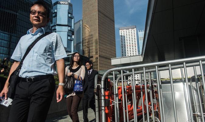 Гонконгские служащие купили страницу в газете, чтобы поддержать протестующих