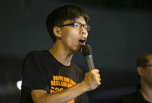 Лидер студентов Джошуа Вон выступает в защиту демократии около центральных офисов правительства 19 октября 2014 года, Гонконг. Фото: Paula Bronstein/Getty Images