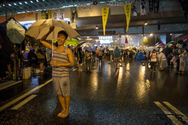 Участник «зонтичного движения». Фото: Paula Bronstein/Getty Images AsiaPac