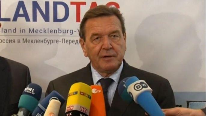 Бывший канцлер Германии и личный друг российского президента Герхард Шрёдер. Скриншот видео
