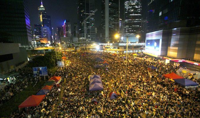 Студенты призвали лидера Китая уволить главу Гонконга