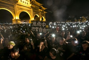 Знаменитости поддержали протесты в Гонконге