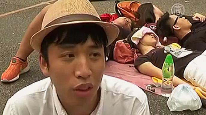 На улицах Гонконга в четверг воцарилось относительное спокойствие