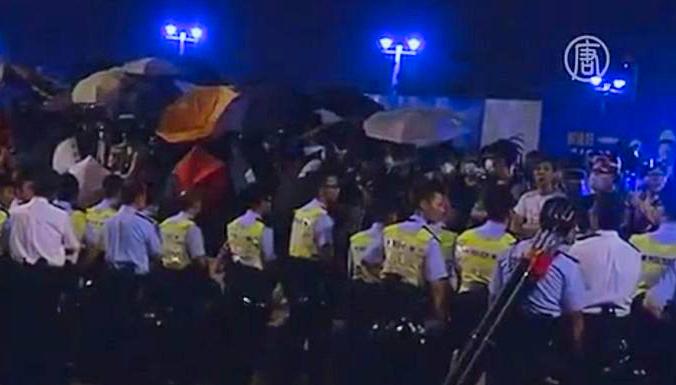 В Гонконге вторые сутки происходят столкновения студентов и полиции