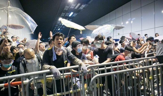 Гонконгские протестующие хотели захватить тоннель