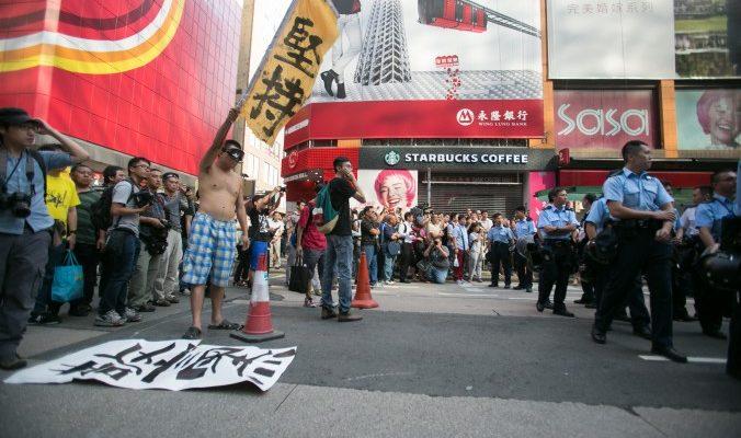 Протестующие Гонконга не намерены сдаваться после рейда полиции