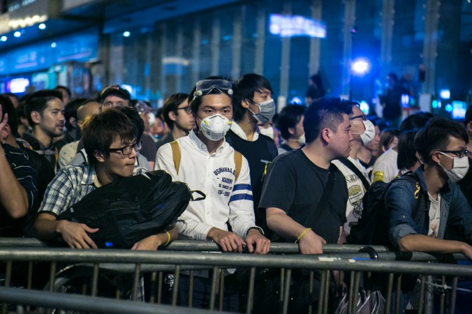 Протестующие сторонники демократии успешно заняли часть улицы Argyle Street после нескольких попыток, Монгкок, Гонконг, 18 октября 2014 года. Фото: Benjamin Chasteen/Epoch Times