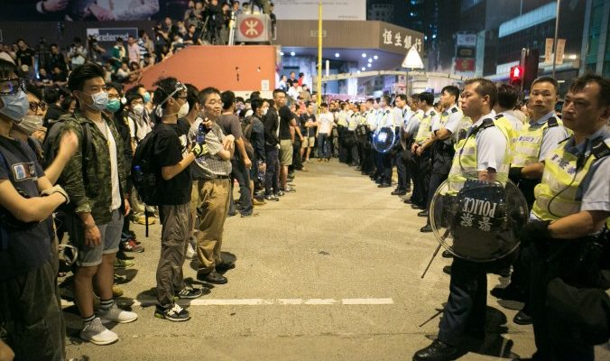 Протестующие снова вернулись на улицы Гонконга