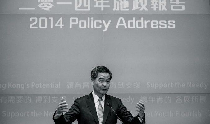 Боевой пыл главы Гонконга подорвал коррупционный скандал