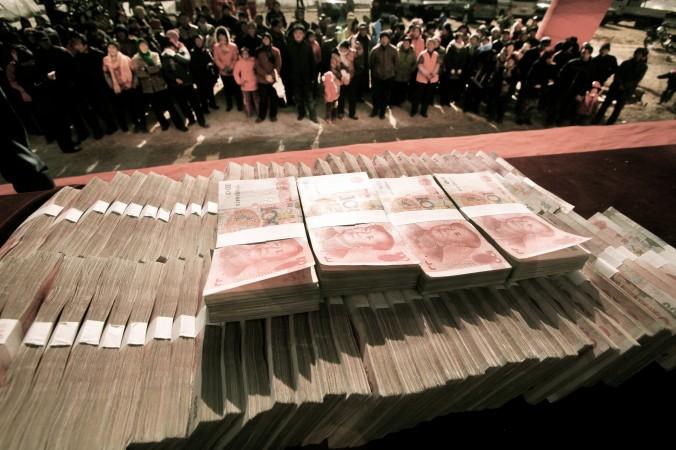 Закон, предусматривающий наказание чиновникам за получение подарков, будет обсуждаться ПК ВСНП на следующей неделе. Фото: STR/AFP/Getty Images