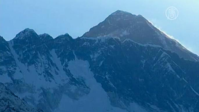 Сильные снегопады в горах Непала унесли жизни 20 человек