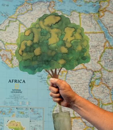 Сувенир Thank you tree, разработанный шведским художником  Лассе Эбергом, чтобы заменить букеты из срезанных цветов, вручаемые артистам. Фото:  Vi Agroforestry