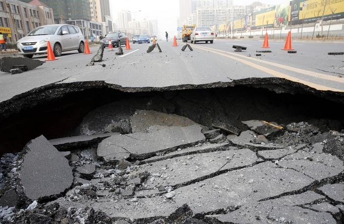 На новой дороге стоимостью около двух миллиардов долларов обнажились многочисленные дефекты. Провинция Шаньси. Фото с epochtimes.com