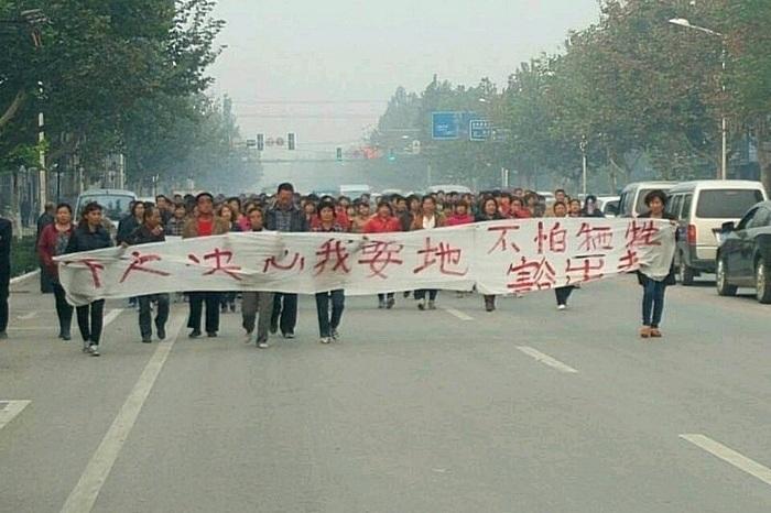 Крестьяне протестуют против отъёма земли чиновниками. Октябрь 2014 года. Фото с epochtimes.com