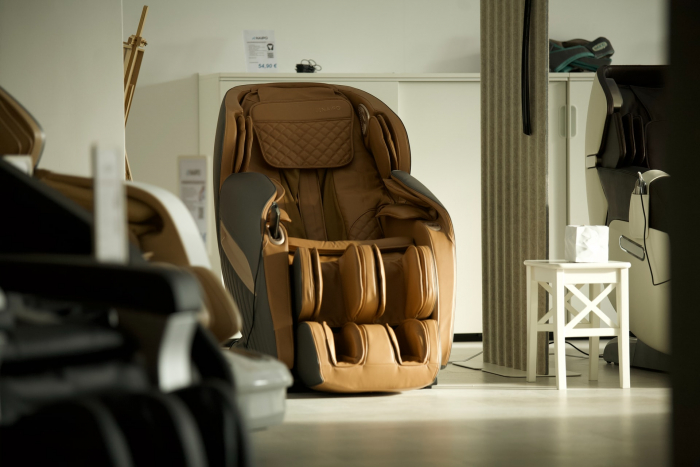 Массажное кресло YAMAGUCHI AXIOM YA-6000 — элитный инструмент для поддержания здоровья