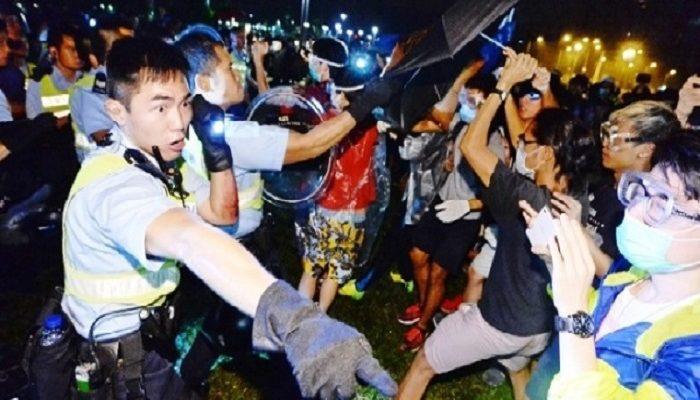 Пекин использовал «мягкую» тактику против студентов Гонконга