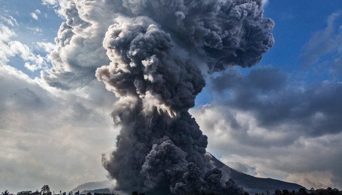 В Индонезии закрылся аэропорт в связи с извержением вулкана
