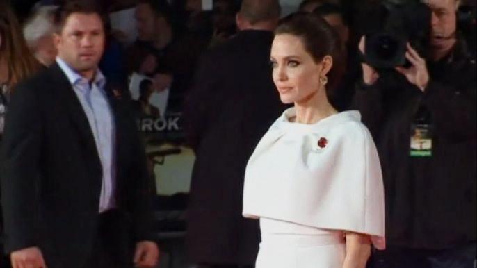 Анджелина Джоли на минувшей неделе чуть ли не ежедневно блистала под вспышками фотоаппаратов. Скриншот видео.