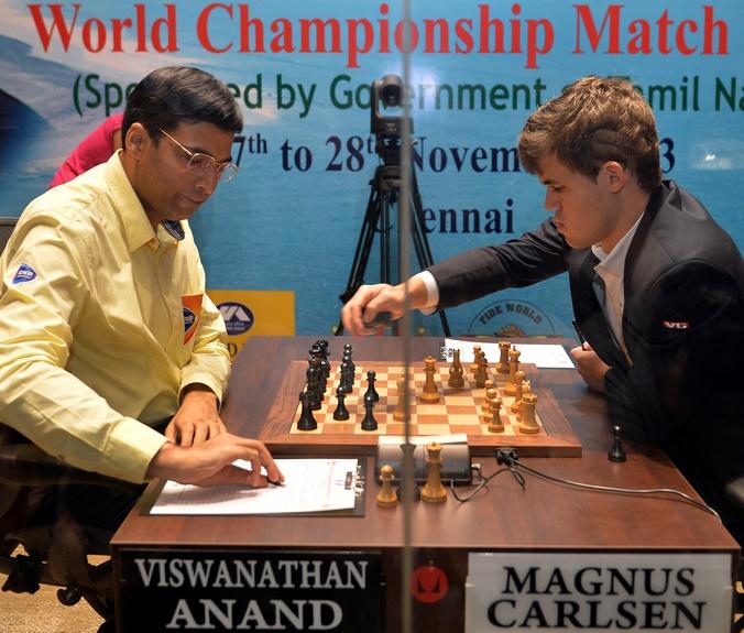 Матч между чемпионом  мира норвежским шахматистом Магнусом Карлсеном и индийцем Вишванатаном Анандом.   Фото: Manjunath Kiran/AFP/Getty Images