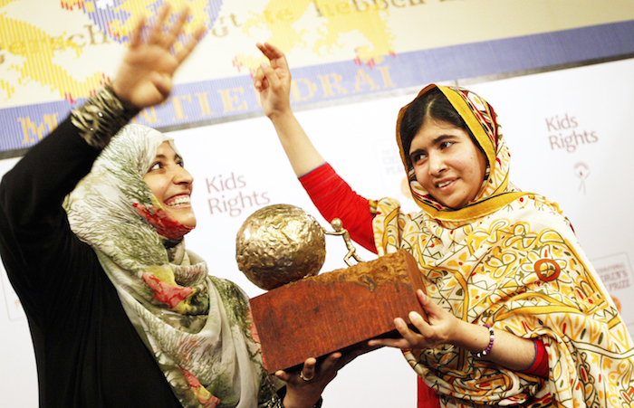 Начиная с 2011 г., Малала получила 20 наград, включая национальную премию «Молодёжь — за мир» 2012 г., премию Симоны де Бувуар 2013 г., премию Сахарова 2013 г. и др. Фото: Bas Czerwinski/AFP/Getty Images