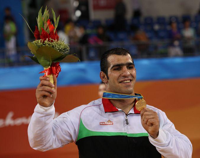 Иранский борец Бабак Горбани завоевал золотую медаль на 16-х Азиатских играх в Гуанчжоу, Китай, 22 ноября, 2010 год. Фото: MENAHEM KAHANA/AFP/Getty Images