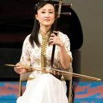Г-жа Ци Сяочунь, исполнительница игры на эрху из оркестра всемирно известной танцевальной труппы Shen Yun Performing Arts. Фото с сайта theepochtimes.com
