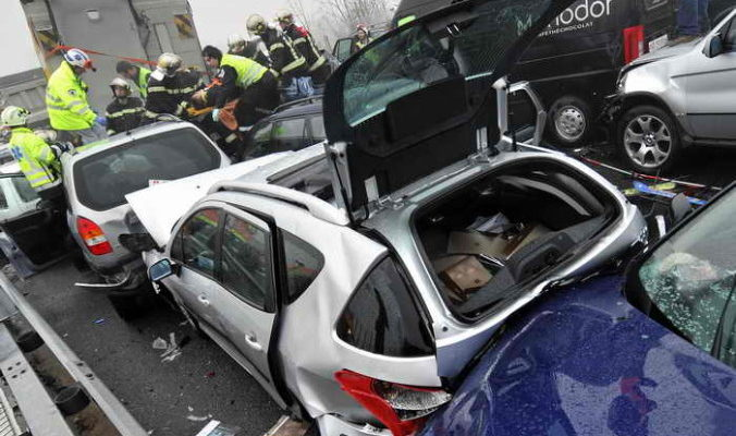 Два человека пострадали в аварии на северо-западе Москвы