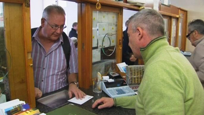 Папа римский устраивает благотворительную лотерею