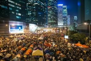 Тысячи протестующих сторонников демократии на митинге отметили месяц со дня начала протестов. Фото: Benjamin Chasteen/Epoch Times