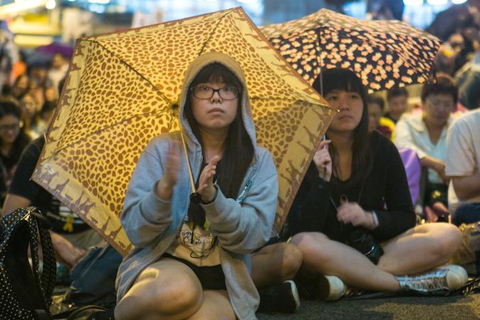Продемократические протестующие на митинге отмечают месяц протестов в Центральном районе Гонконга 28 октября 2014 года Фото: Benjamin Chasteen/Epoch Times