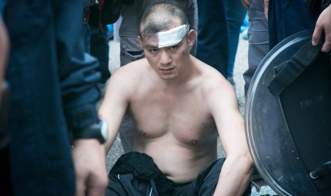 В Гонконге арестованы люди, бросавшие в протестующих потроха