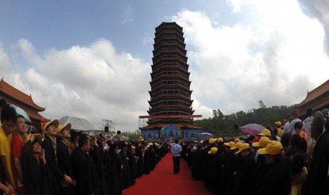 Компартия Китая заявила своим членам, что религия не для них