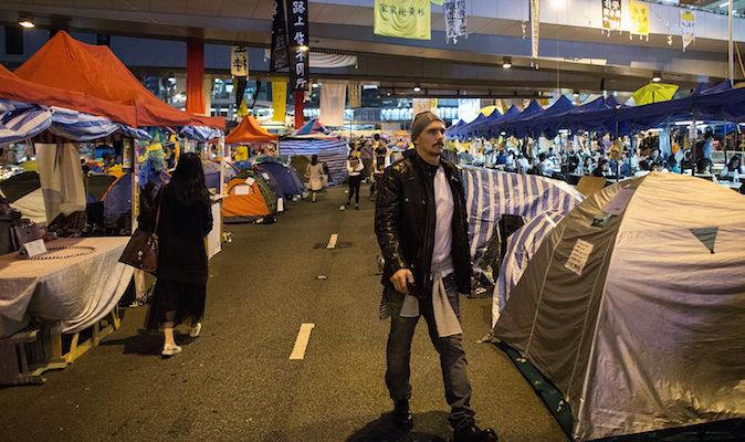 Кинозвезда из «Человека-паука» — Джеймс Франко замечен в Гонконге на месте протестов?