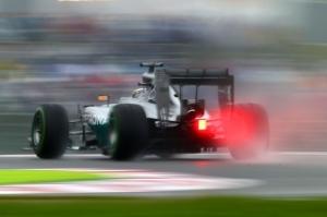 Британский гонщик Льюис Хэмилтон во время «Формулы-1» Гран-при.  Фото: Clive Rose/Getty Images