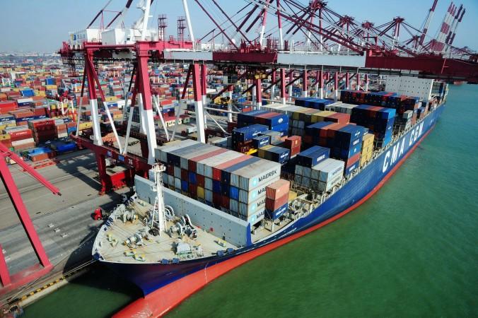 Контейнеры ожидают транспортировки в порту Циндао, Китай, 7 марта 2014 года. Фото: STR/AFP/Getty Images