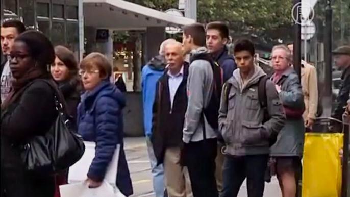 Согласно предложенному плану, разница между прибывшими в Швейцарию и уезжающими из неё людьми за три года должна составлять лишь 0,2% от общего населения страны. Скриншот видео.