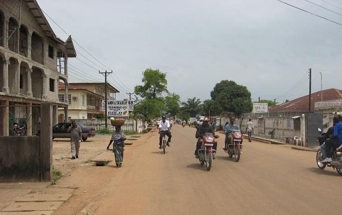 В Сьерра-Леоне арестовали журналиста, критиковавшего власти за слабую борьбу с Эбола