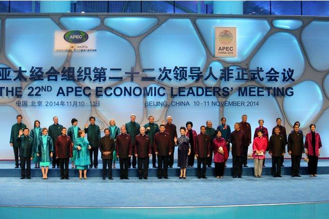 В Китае популярны копии костюмов лидеров саммита АТЭС