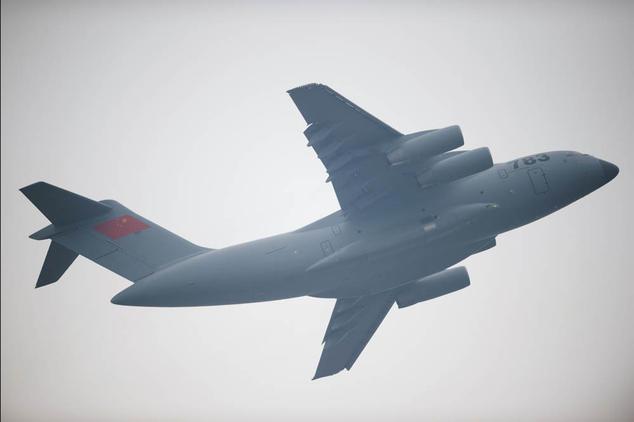 Китайский транспортный самолёт Y-20. Фото: JOHANNES EISELE/AFP/Getty Images