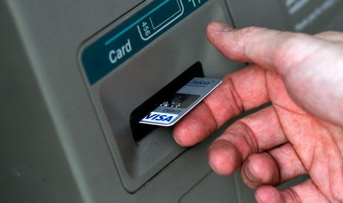 Как восстановить утерянную банковскую карту?