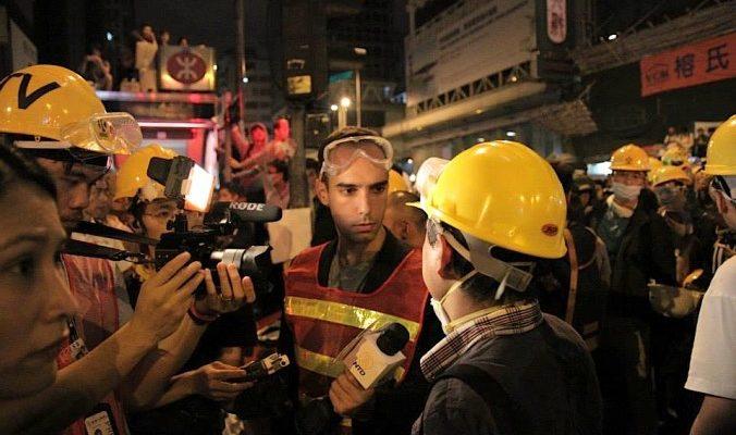 Столкновение протестующих и полиции в День Гая Фокса в Гонконге
