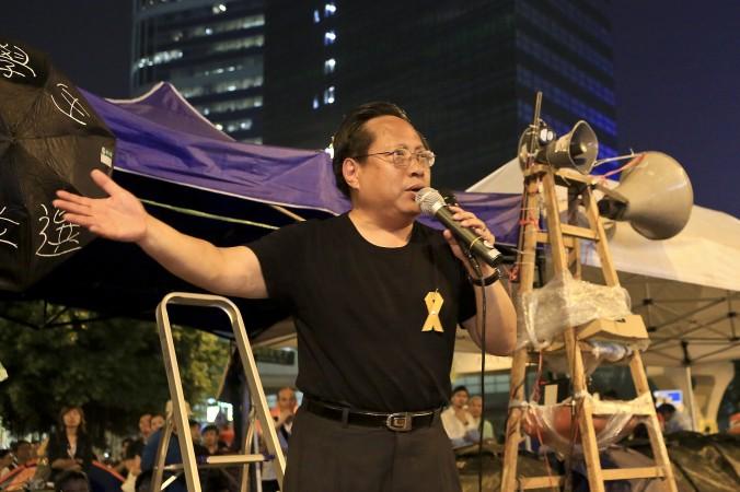 Альберт Хо выступает перед протестующими в Адмиралтействе 14 октября. Пан-демократы Гонконга в основном поддержали «зонтичное движение». Фото: Yu Kong/Epoch Times