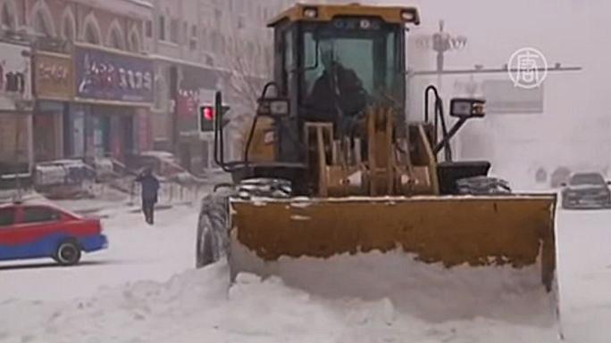 В провинции Хэйлунцзян из-за снегопада наступил транспортный коллапс