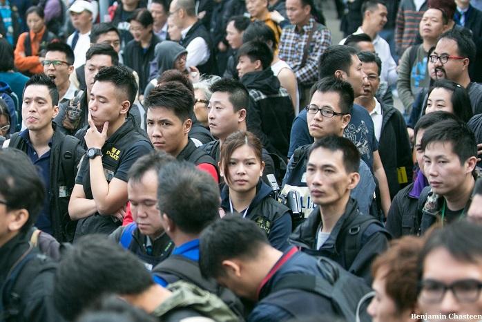 Протестующие собираются возле башни Citic в Адмиралтейском районе Гонконга 18 ноября 2014 года. Полиция заявила, что начнёт очищать площадь, выполняя постановление суда. Фото: Benjamin Chasteen/Epoch Times