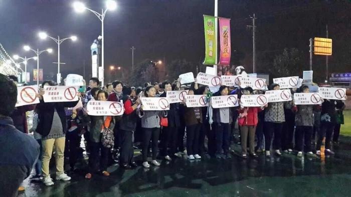 Протесты против строительства аккумуляторного завода. Шанхай. Октябрь 2014 года. Фото с epochtimes.com