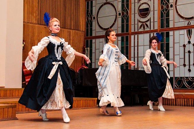 Старинные танцы и музыка «Венецианский карнавал». Фото: Александр Трушников/Великая Эпоха
