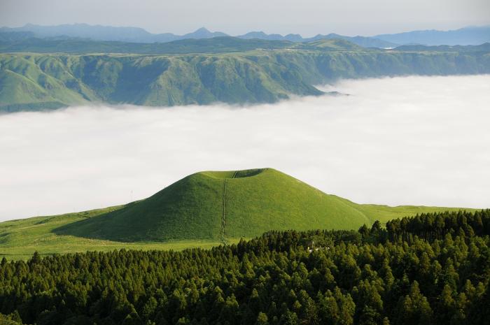 В Японии началось извержение крупнейшего вулкана Асо