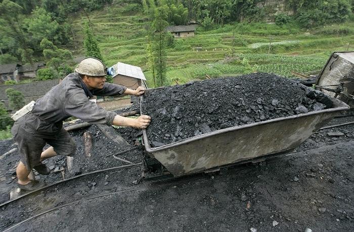 Угольная промышленность Китая терпит миллиардные убытки. Фото: LIU JIN/AFP/Getty Images