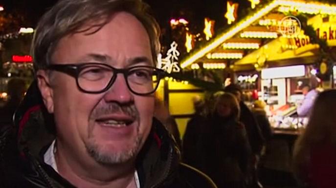 Посетители ярмарки в Дортмунде поражены 45 метровой рождественской елью