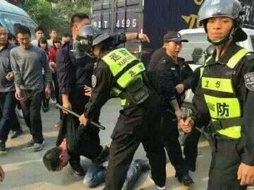 В Китае полиция разогнала протестующих рабочих